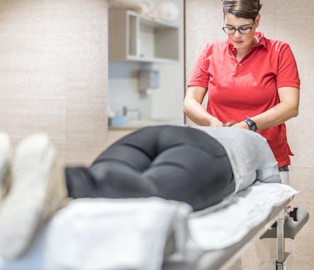 Therapeutin behandelt Patientin